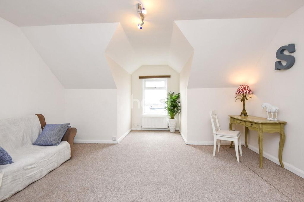 1 Bedroom Flat for sale in Norbury Road, Thornton Heath, CR7