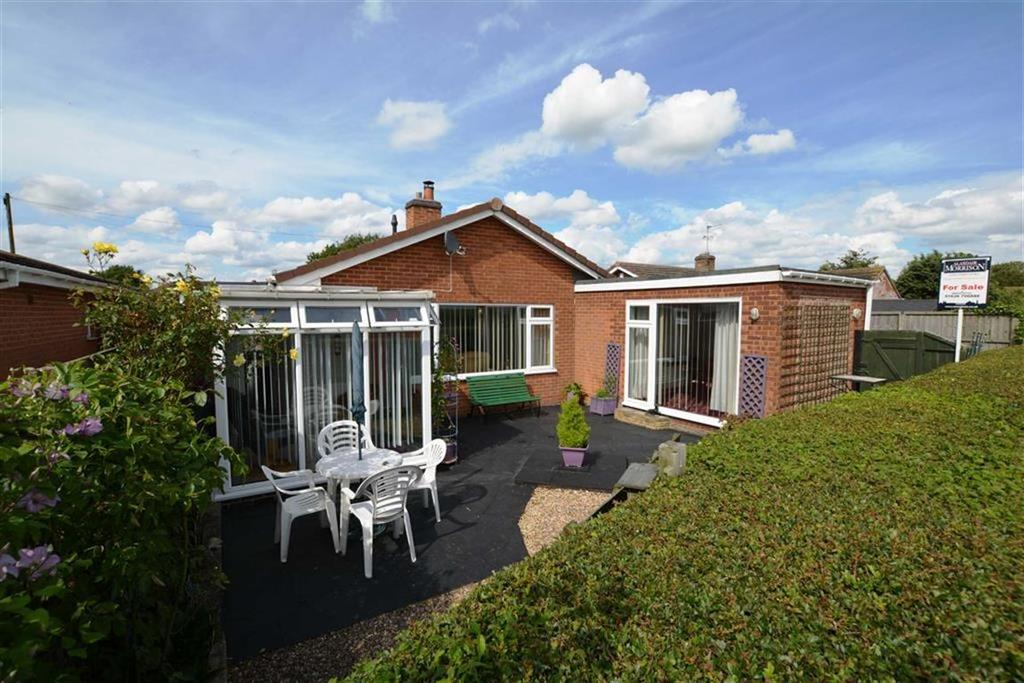4 Bedrooms Bungalow for sale in Elm Close, Long Bennington, Nottinghamshire, NG23