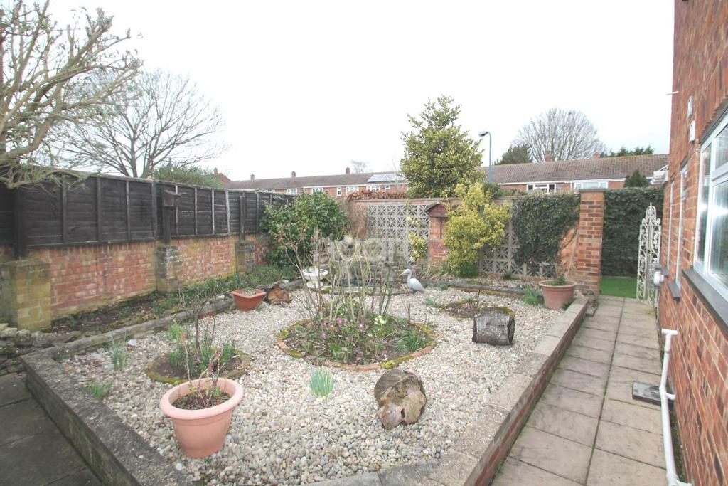 4 Bedrooms Detached House for sale in Whyteladyes Lane