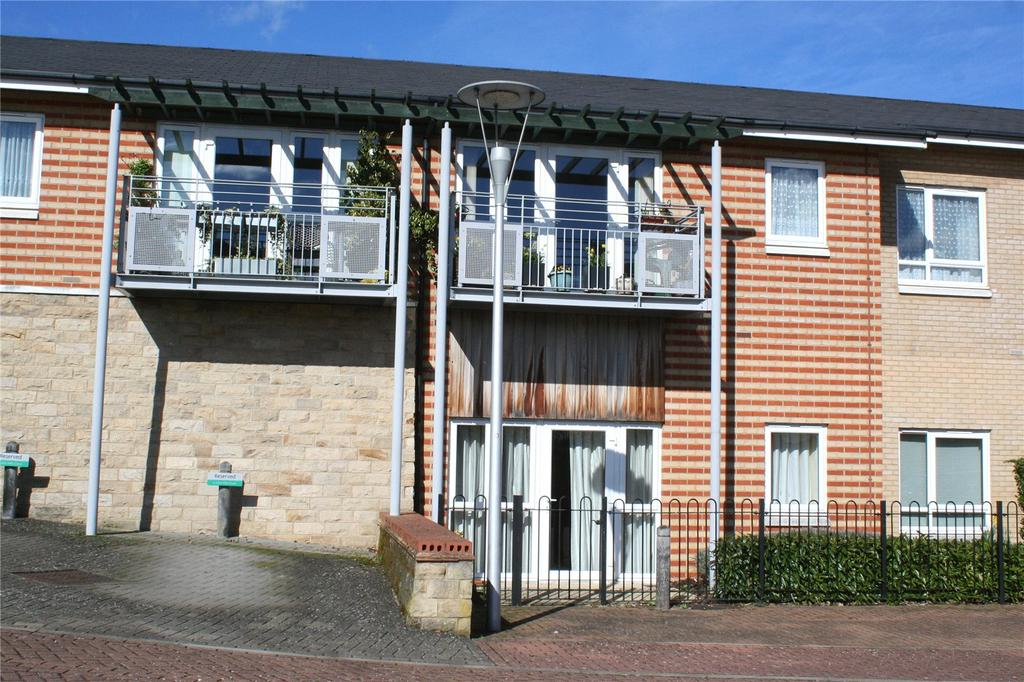 2 Bedrooms Flat for sale in John Mills Court, Denham Garden Village, Denham, Middlesex
