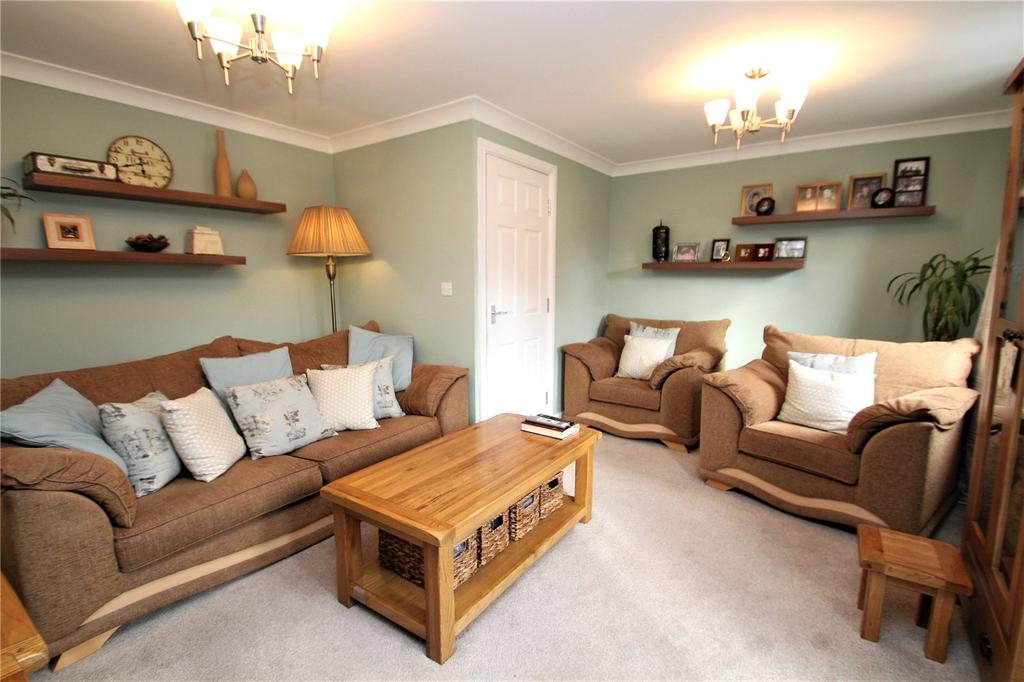 4 Bedrooms Terraced House for sale in Cromwell Mount, Pontefract, WF8