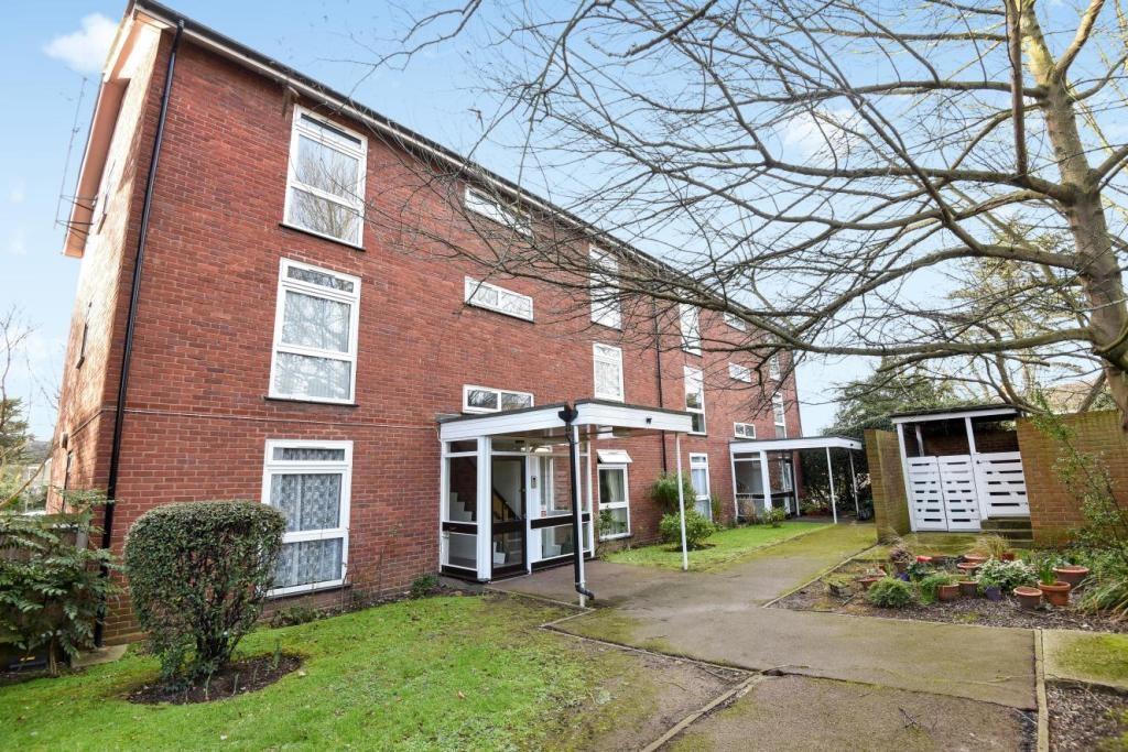 1 Bedroom Flat for sale in Hunters Meadow London SE19