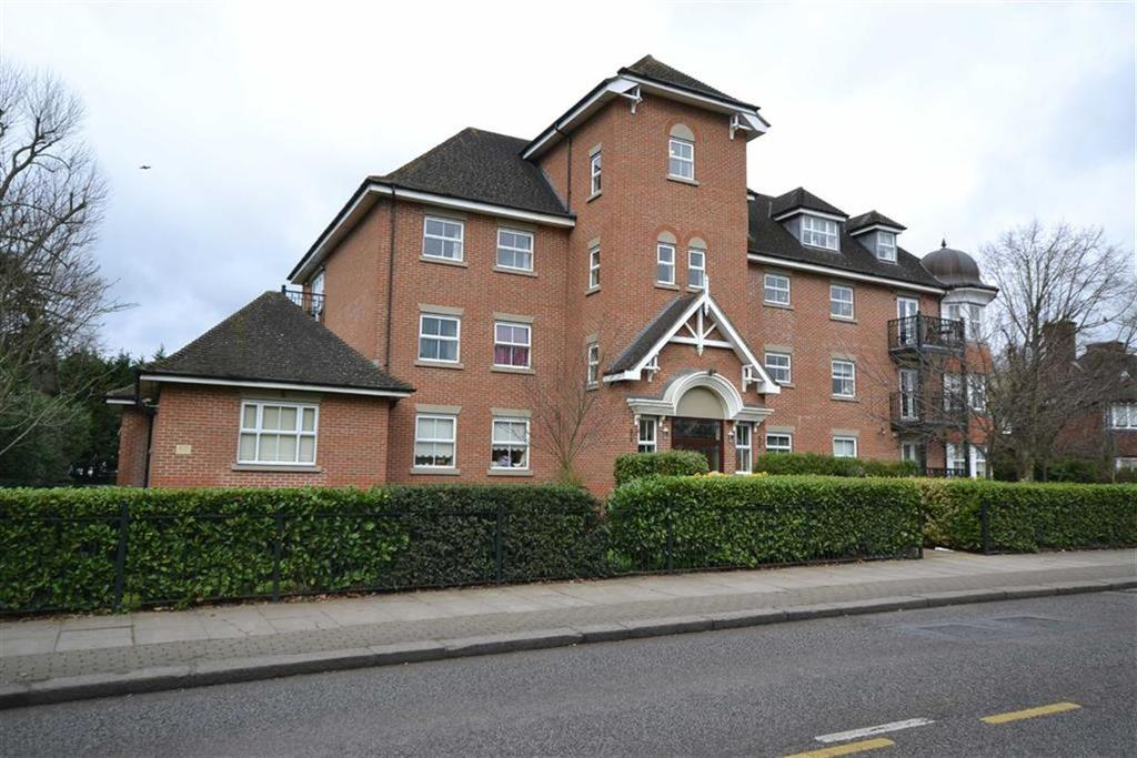 3 Bedrooms Apartment Flat for sale in The Ridgeway, Enfield, Middlesex