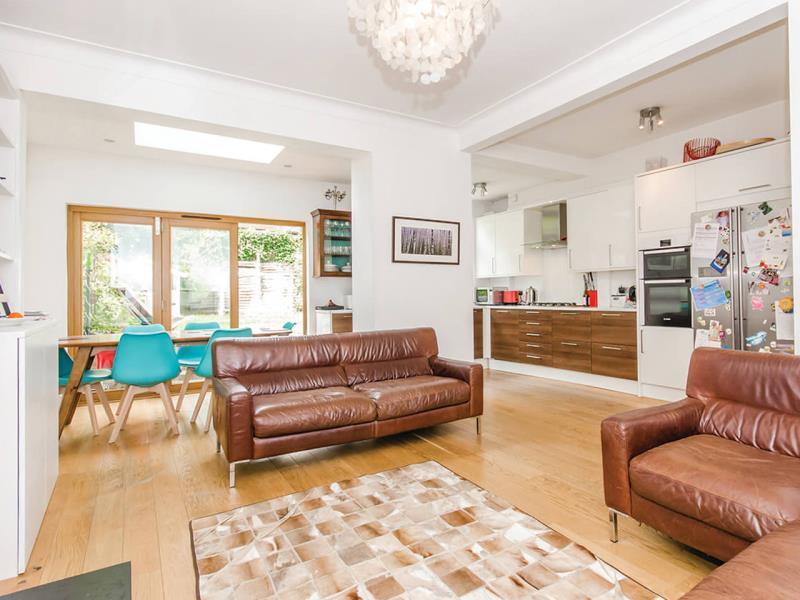 4 Bedrooms Terraced House for sale in Lauradale Road, N2