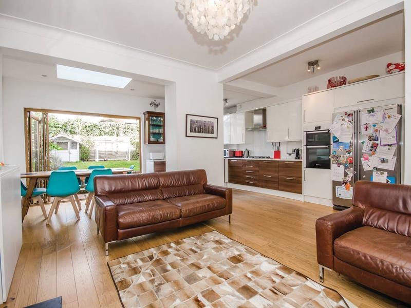4 Bedrooms Terraced House for sale in Lauradale Road, N2
