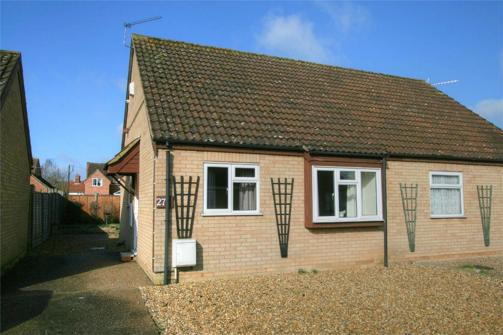 2 Bedrooms Semi Detached Bungalow for sale in Garlondes, East Harling