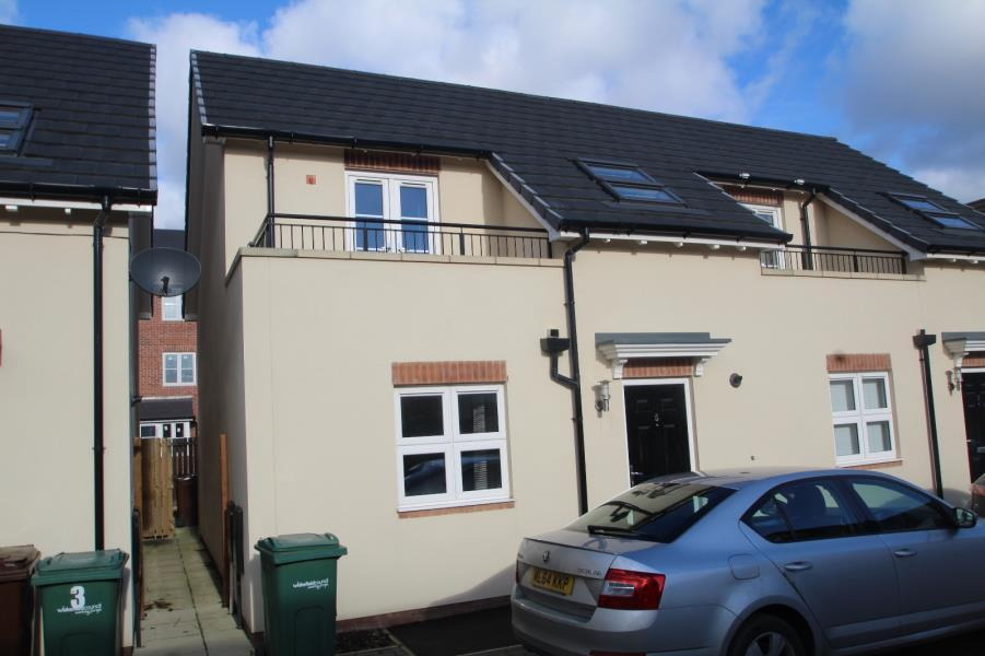 2 Bedrooms Terraced House for sale in ASTON CLOSE, CASTLEFORD, WF10 1BN