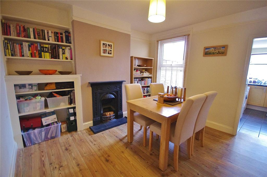2 Bedrooms Terraced House for sale in Kings Avenue, Watford, Hertfordshire, WD18