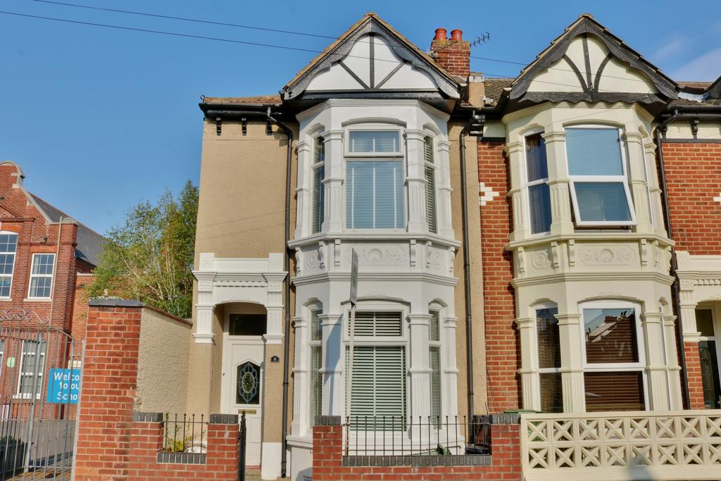 3 Bedrooms End Of Terrace House for sale in Crofton Road, Portsmouth