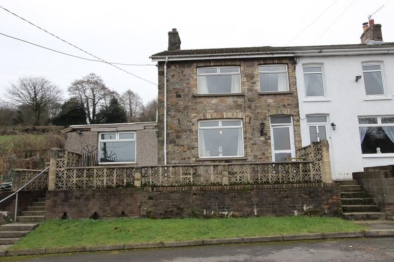 2 Bedrooms End Of Terrace House for sale in Lower Ochrwyth , Risca, Newport, Newport. NP11 6EN