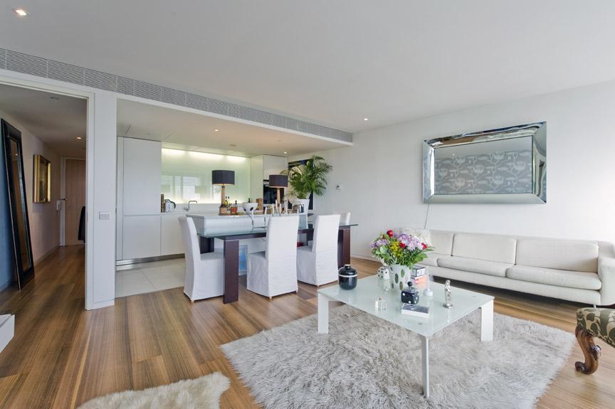 2 Bedrooms Flat for sale in Albion Riverside Building, 8 Hester Road, Battersea Park, London, SW11