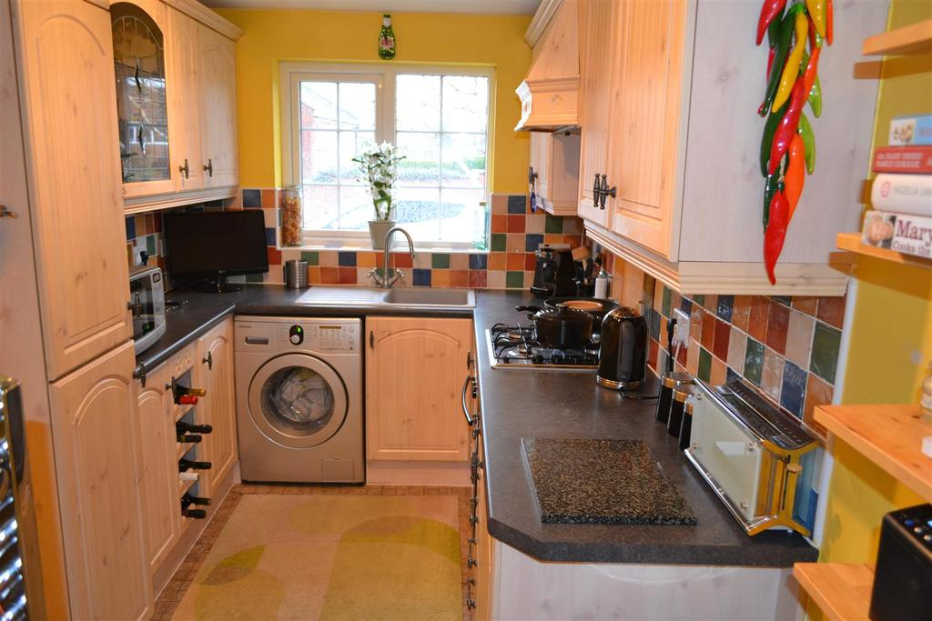 3 Bedrooms Detached House for sale in Charlock Grove, Cannock