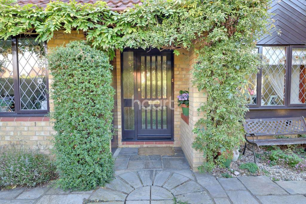 4 Bedrooms Detached House for sale in Sonning Way, Shoeburyness