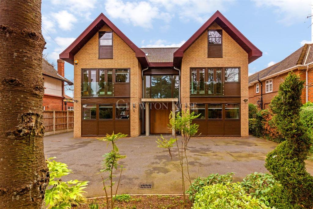 8 Bedrooms Detached House for sale in Burntwood Avenue, EMERSON PARK