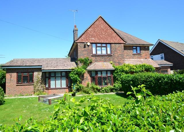 5 Bedrooms Detached House for sale in Beehive Lane, Ferring, West Sussex, BN12 5NR
