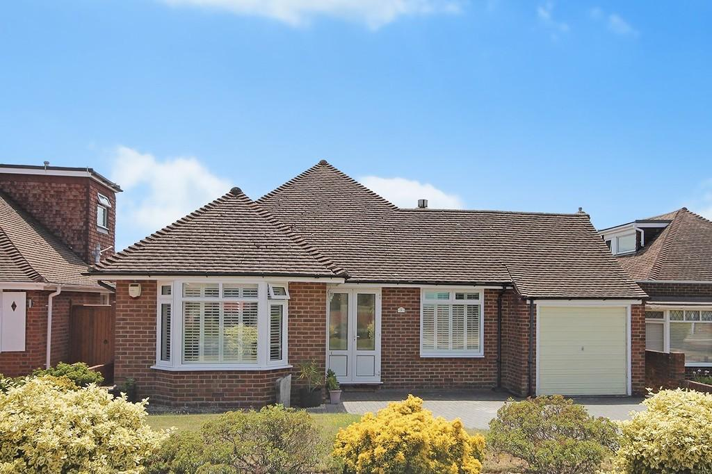 3 Bedrooms Detached Bungalow for sale in Maple Close, Worthing, BN12 3DR