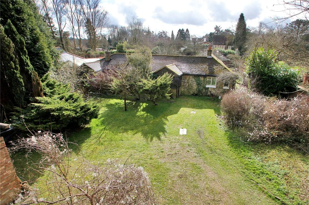 3 Bedrooms Detached Bungalow for sale in Northdown Road, Woldingham, Surrey, CR3