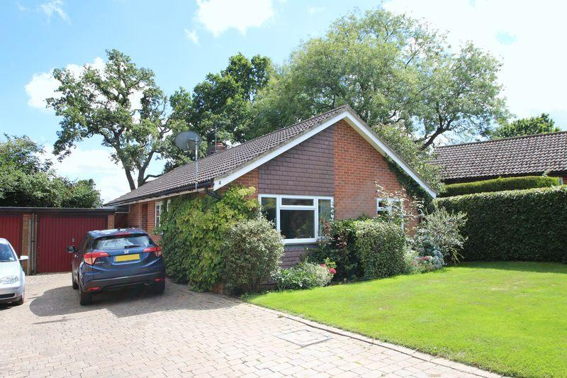 4 Bedrooms Detached Bungalow for sale in Rectory Close, Ewhurst