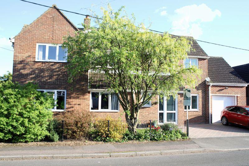 4 Bedrooms Detached House for sale in Whitfield