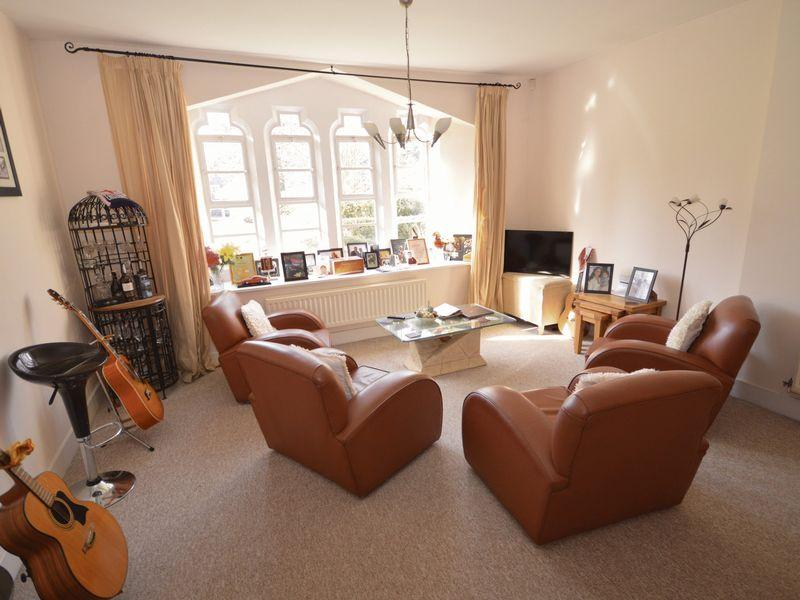 2 Bedrooms Ground Flat for sale in Sarno Square, Abergavenny