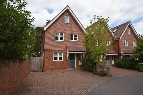 4 bedroom detached house to rent - Alton