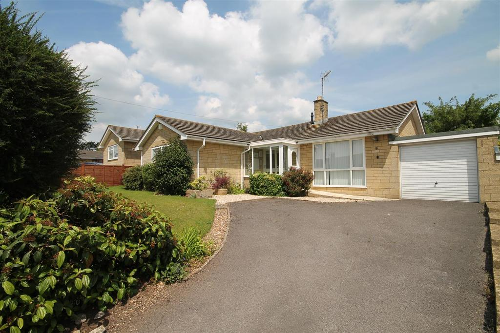 3 Bedrooms Bungalow for sale in Dr Browns Road, Minchinhampton, Stroud