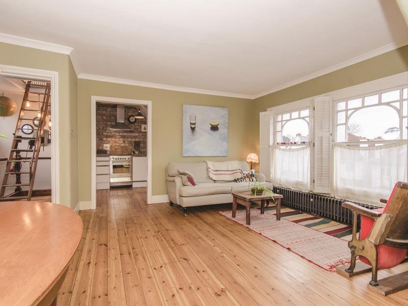 2 Bedrooms Flat for sale in Alexandra Park Road, N10
