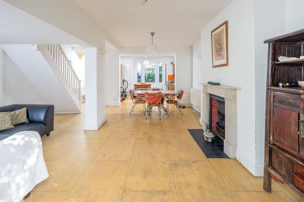 4 Bedrooms Terraced House for sale in Colvestone Crescent, Hackney, E8