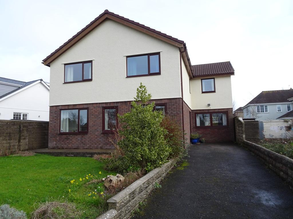 4 Bedrooms Detached House for sale in DANYGRAIG AVENUE, PORTHCAWL, CF36 5AA