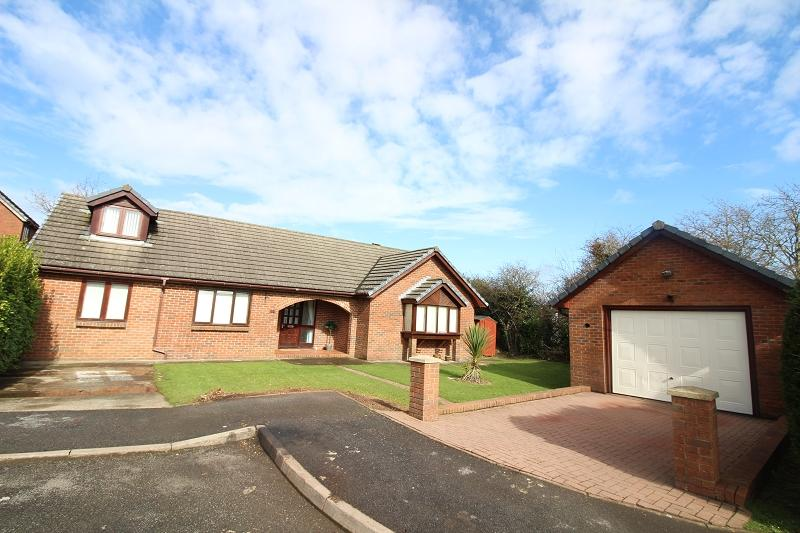 4 Bedrooms Detached Bungalow for sale in Sheffield Drive, Steynton, Milford Haven, Pembrokeshire. SA73 1AX