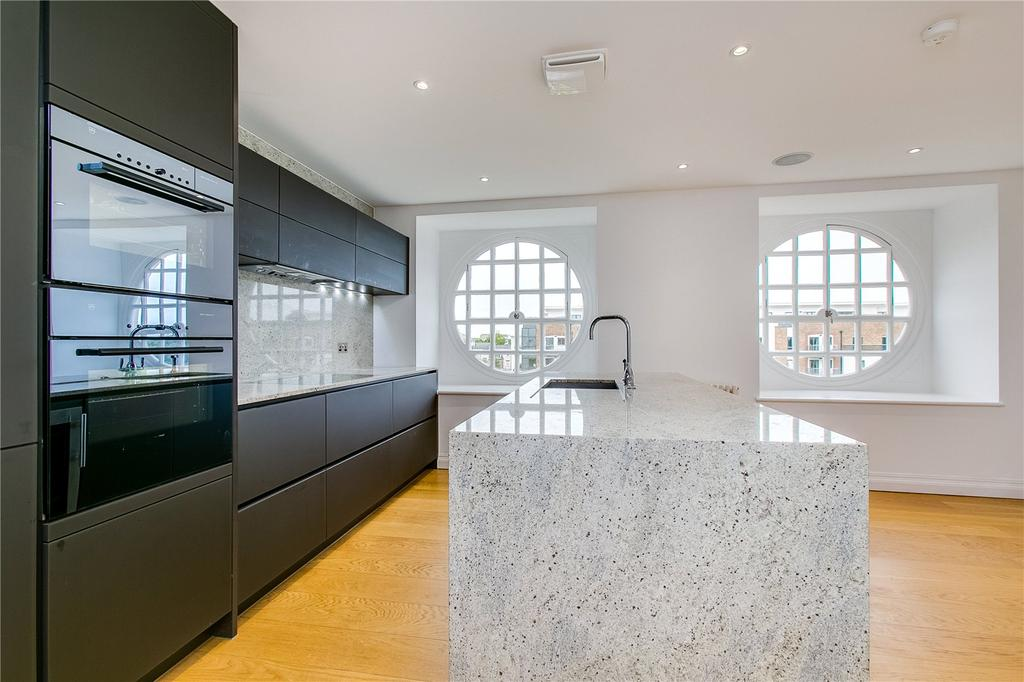 2 Bedrooms Flat for sale in Roehampton House, Putney, London