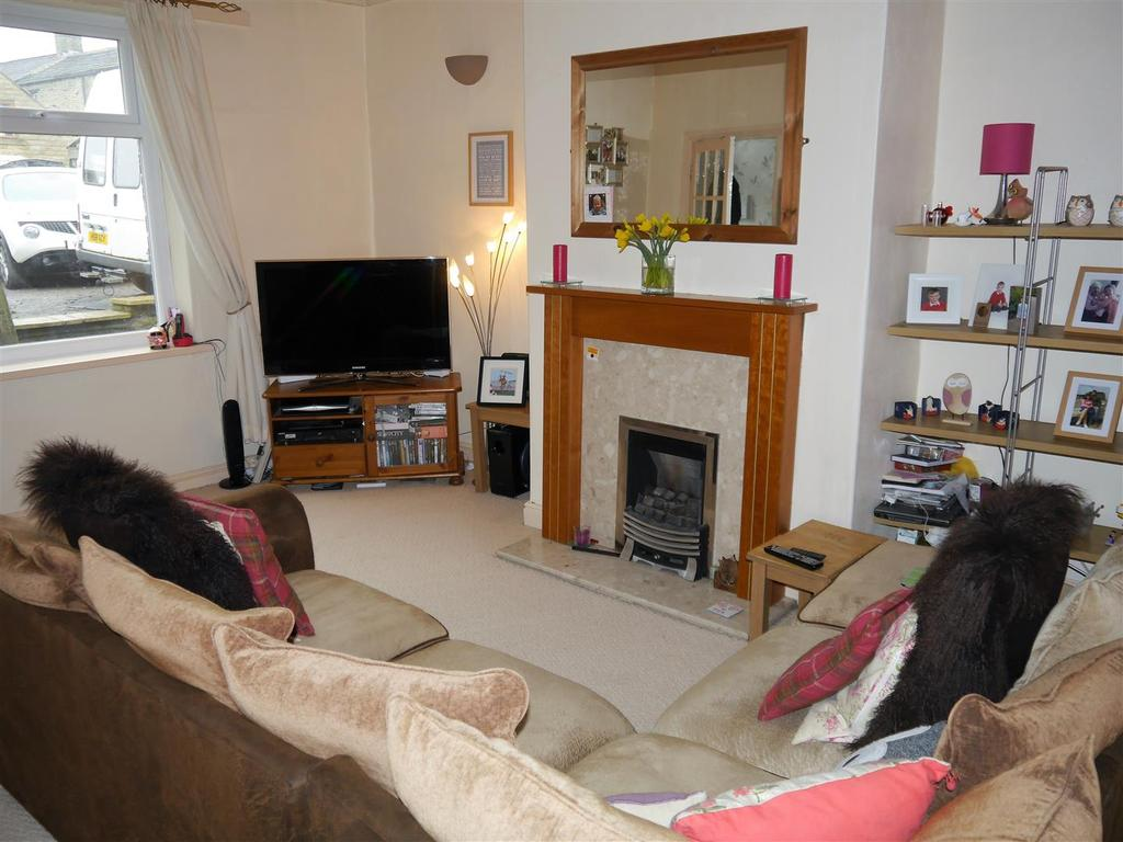 2 Bedrooms Terraced House for sale in Woodside Road, Wyke, Bradford, BD12 8AP