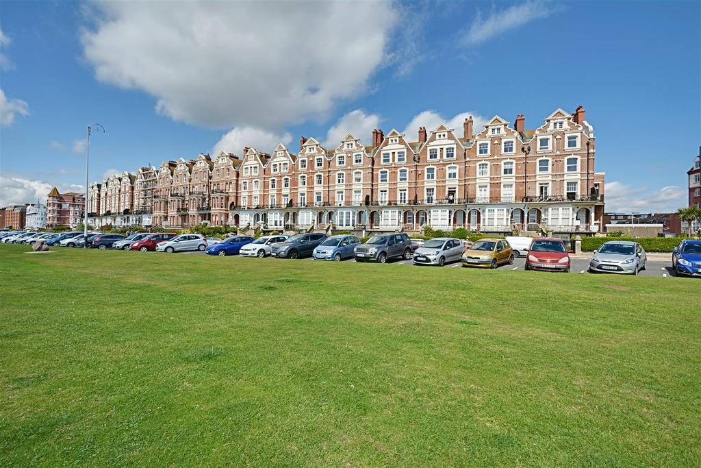 2 Bedrooms Maisonette Flat for sale in Stonehaven Court Knole Road, Bexhill-On-Sea