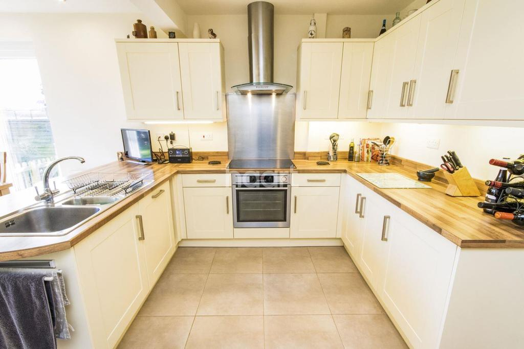 3 Bedrooms Bungalow for sale in Lincoln Road, Skellingthorpe