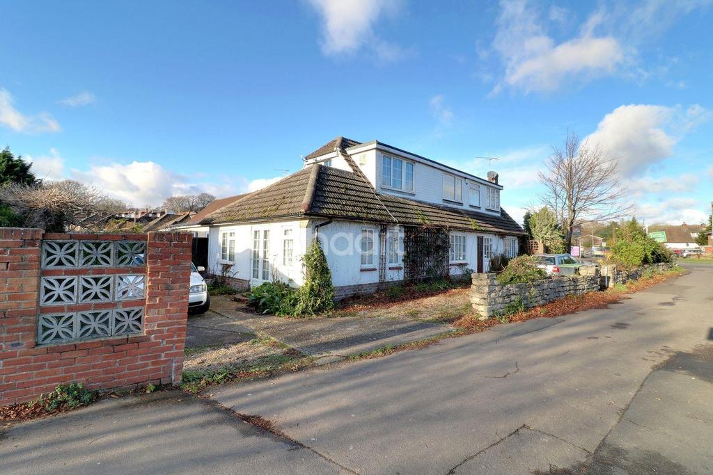 5 Bedrooms Detached House for sale in Woodcroft Lane, Lovedean, Hampshire