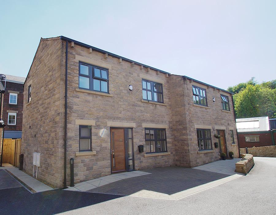 3 Bedrooms Semi Detached House for sale in Friamere Dell, Delph OL3