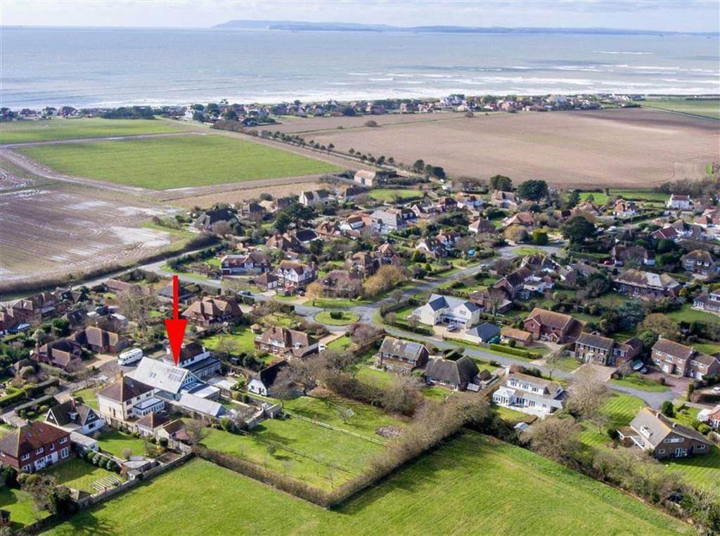 4 Bedrooms Detached House for sale in Wellsfield, West Wittering, West Sussex