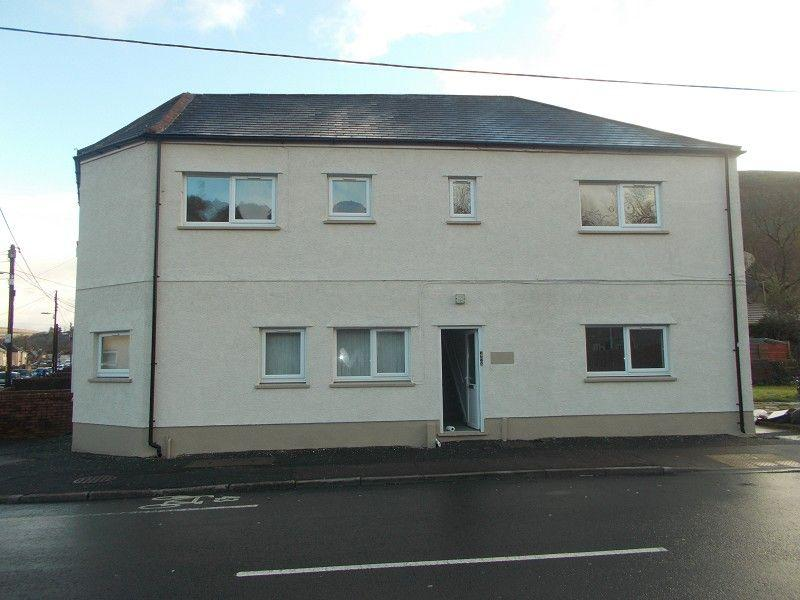 4 Bedrooms Detached House for sale in Varteg Road, Ystalyfera, Swansea.