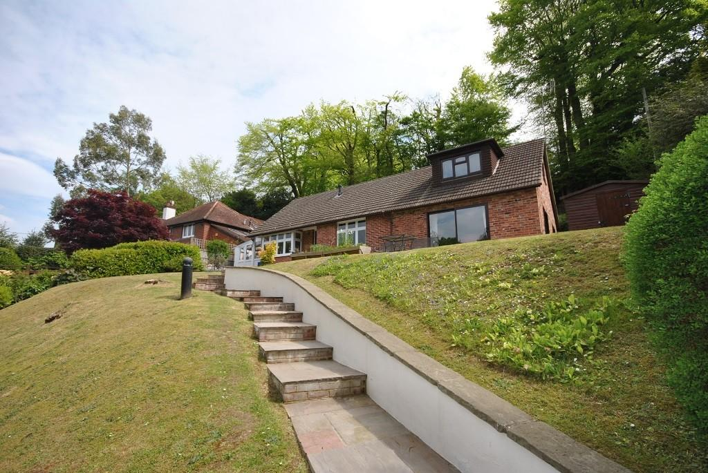 4 Bedrooms Detached House for sale in Marley Lane, Haslemere, GU27