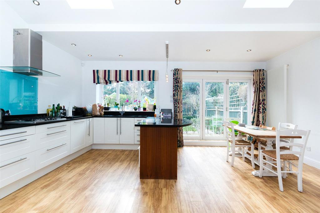 4 Bedrooms Semi Detached House for sale in Staveley Road, Chiswick, London