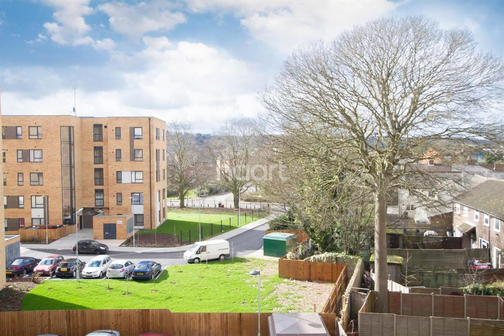 1 Bedroom Flat for sale in Walking Distance From Train Station