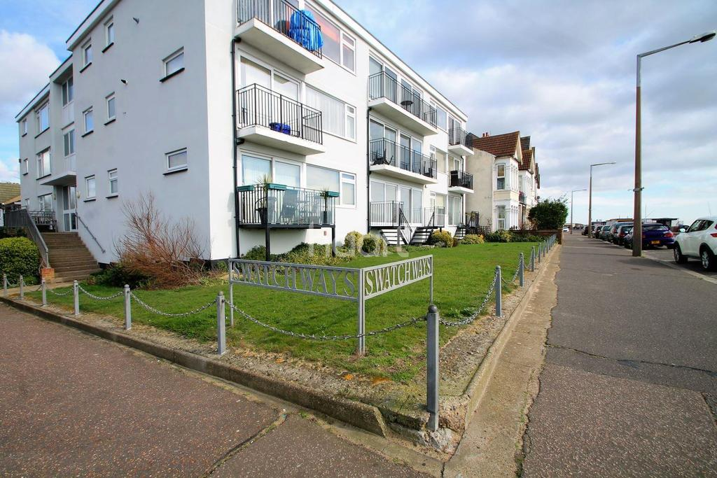 3 Bedrooms Flat for sale in Eastern Esplanade, Southend-On-Sea