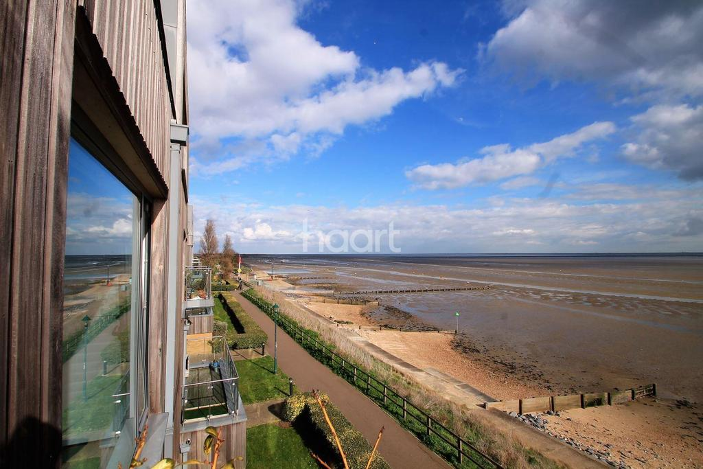 2 Bedrooms Flat for sale in Parade Walk, Shoeburyness