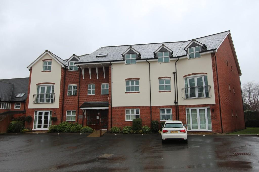 2 Bedrooms Apartment Flat for rent in Claremont House, Poplar Road, Solihull