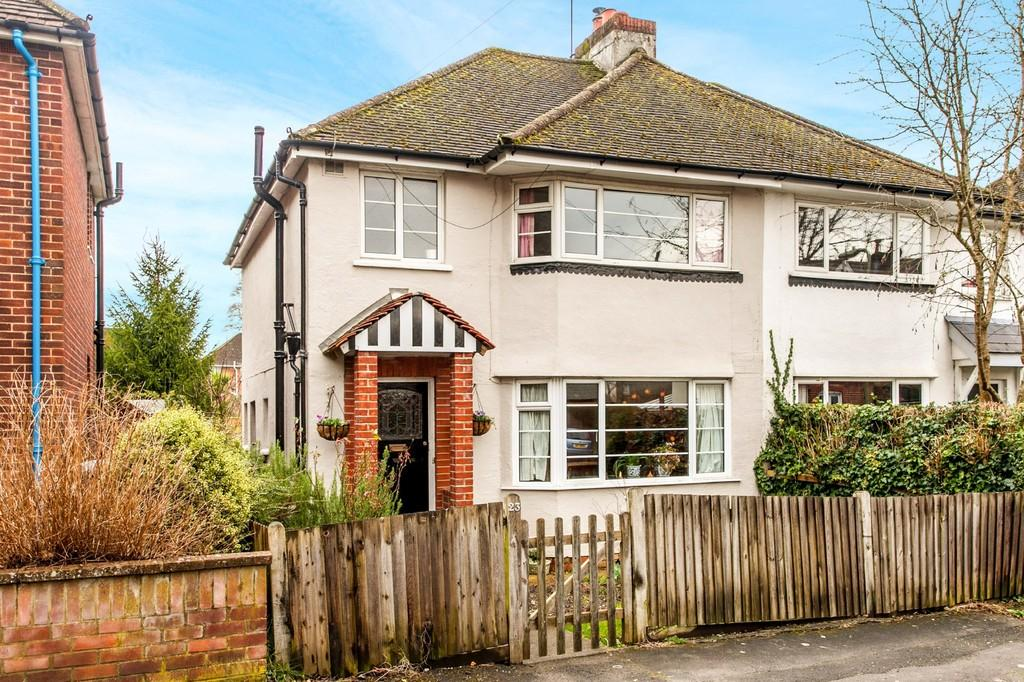 3 Bedrooms Semi Detached House for sale in St. Leonards Road, Winchester, SO23