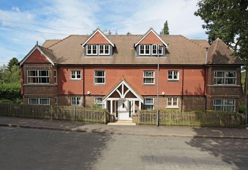 2 Bedrooms Apartment Flat for sale in Ghyll Road, Crowborough, East Sussex