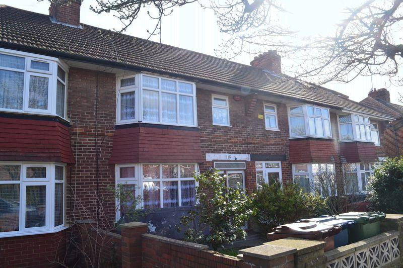3 Bedrooms House for sale in Oakleigh Avenue, Edgware