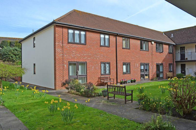 2 Bedrooms Apartment Flat for sale in Temple Gardens, Sidmouth