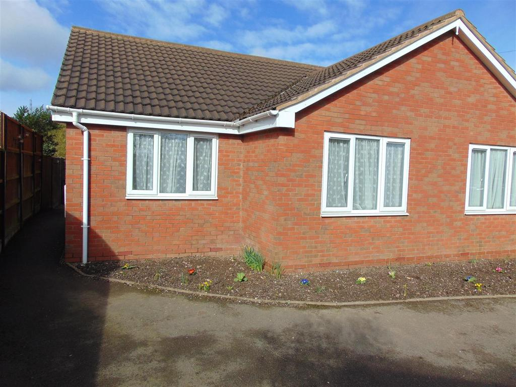 2 Bedrooms Semi Detached Bungalow for sale in Cedar Close, Hednesford, Cannock
