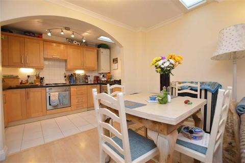 2 bedroom flat to rent - Garden Mews, Westcote Road, Reading